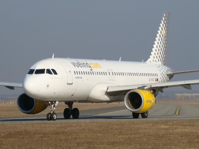 vueling airlines_plane