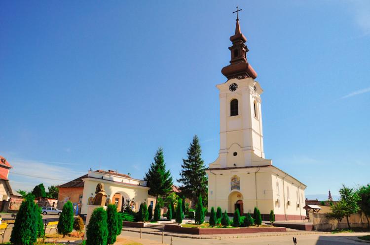 Biserica-Sf-Gheorghe-din-Caransebes-750x498