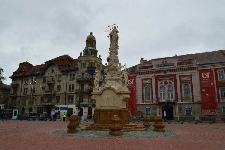 Statuie piata Libertatii