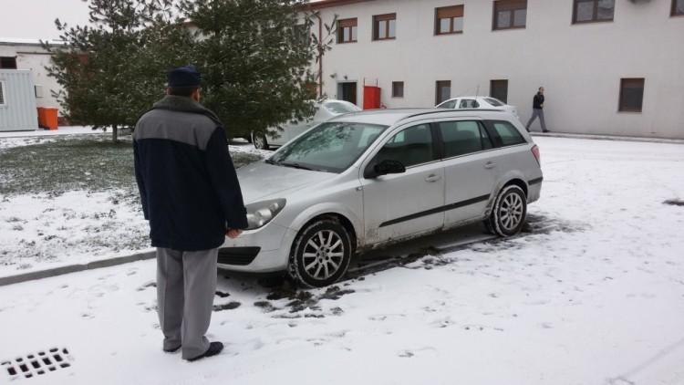 autoturism furat Franta
