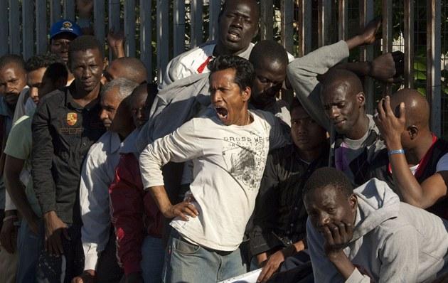 60 migranti